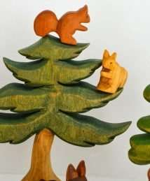 Predan wooden squirrels and fir tree
