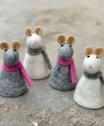 BeYonna egg cosy Mouse - white grey and grey pink